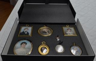 miniature portraits display/storage box