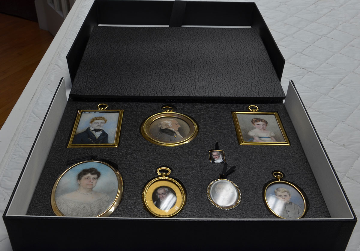 miniature portraits display/storage box